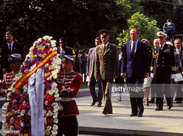 In his official visit to Bulgaria Spanish King Juan Carlos and Sofia placed a wreath at the Monument of the Unknown Soldier 25th May 1993 Sofia...