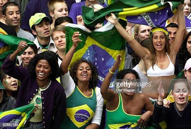WM 2002 in JAPAN und KOREA Berlin FINALE/DEUTSCHLAND BRASILIEN 02 LIVE FERNSEHUEBERTRAGUNG AUF DEM POTSDAMER PLATZ in Berlin BRASILIEN WELTMEISTER...