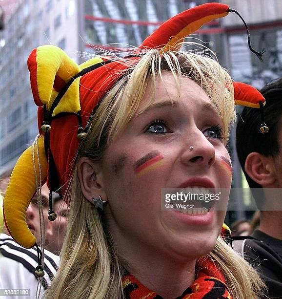 WM 2002 in JAPAN und KOREA Berlin FINALE/DEUTSCHLAND BRASILIEN LIVE FERNSEHUEBERTRAGUNG AUF DEM POTSDAMER PLATZ in Berlin GER FAN/FANS