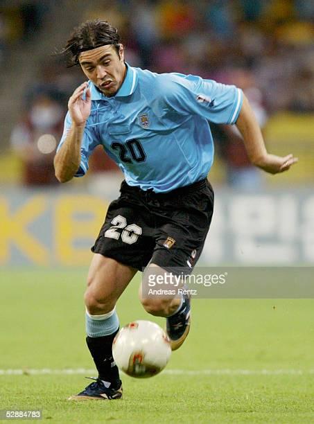 WM 2002 in JAPAN und KOREA Busan GRUPPE A/FRANKREICH URUGUAY 00 Alvaro RECOBA/URU