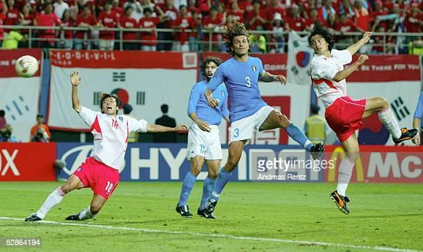 WM 2002 in JAPAN und KOREA Daejeon Match 56/ACHTELFINALE/KOREA ITALIEN 21 nV 21 TOR Jung Hwan AHN /KOR mitte Maldini