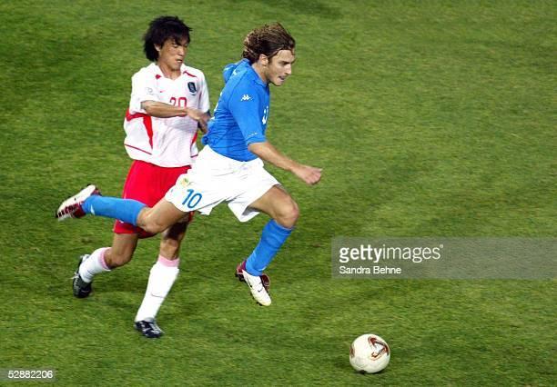 WM 2002 in JAPAN und KOREA Daejeon Match 56/ACHTELFINALE/KOREA ITALIEN 21 nV Myung Bo HONG/KOR Francesco TOTTI/ITA