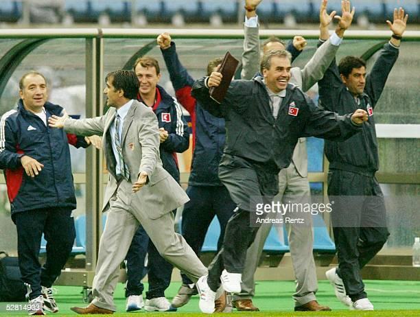 WM 2002 in JAPAN und KOREA Daejeon Match 56/ACHTELFINALE/KOREA ITALIEN SCHLUSS JUBEL TUR mit Trainer Senol GUENES