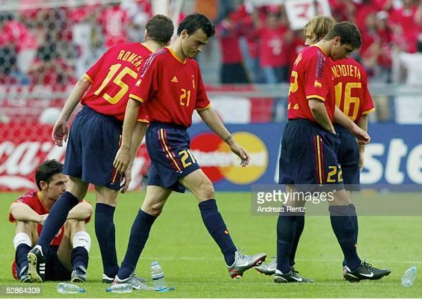 WM 2002 in JAPAN und KOREA Gwangju Match 59/VIERTELFINALE/SPANIEN KOREA 35 nE Enttaeuschte Spanier vlks MORIENTES ROMERO LUIS ENRIQUE JOAQUIN und...