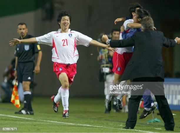 WM 2002 in JAPAN und KOREA Incheon GRUPPE D/PORTUGAL SUEDKOREA 01 Ji Sung PARK Trainer Guus HIDDINK/KOR