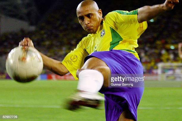 WM 2002 in JAPAN und KOREA Kobe 170602 Match 54 / ACHTELFINALE / BRASILIEN BELGIEN 20 Roberto CARLOS / BRA FOTOBONGARTS/GunnarBerning