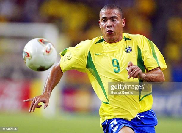WM 2002 in JAPAN und KOREA Kobe 170602 Match 54 / ACHTELFINALE / BRASILIEN BELGIEN 20 RONALDO / BRA FOTOBONGARTS/GunnarBerning