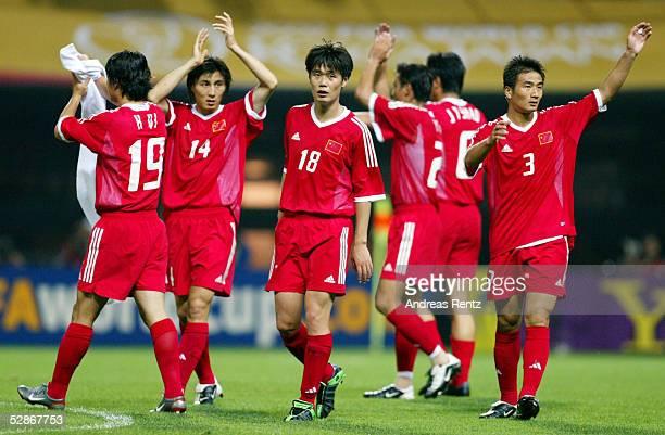 FUSSBALL WM 2002 in JAPAN und KOREA Seogwipo 080602/Match 26 GRUPPE C/BRASILIEN CHINA 40 ENTTAEUSCHUNG Hong QI Weifeng LI Xiaopeng LI Pu YANG/CHN