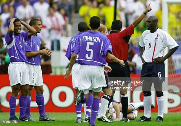 WM 2002 in JAPAN und KOREA Shizuoka Match 57/VIERTELFINALE/ENGLAND BRASILIEN 12 Foulspiel an Danny MILLS/ENG durch RONALDINHO/BRA