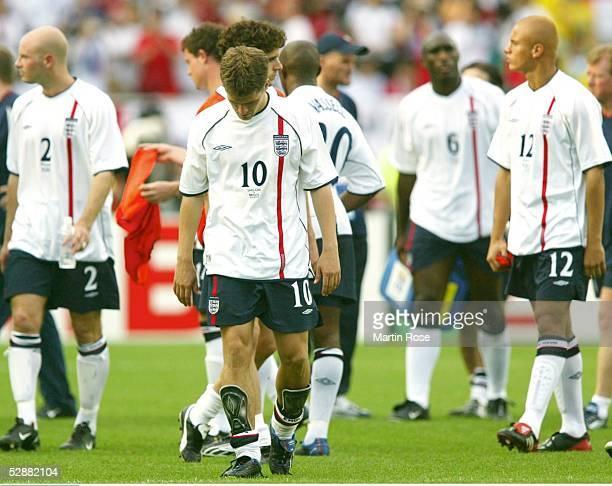 WM 2002 in JAPAN und KOREA Shizuoka Match 57/VIERTELFINALE/ENGLAND BRASILIEN 12 Enttaeuschte Englaender Danny MILLS Michael OWEN Wes BROWN