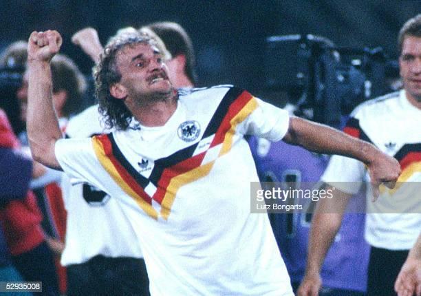 WM 2002 in JAPAN und KOREA WM FINALE am 300602 ARCHIVFOTO WM 1990 FINALE ARGENTINIEN DEUTSCHLAND 01 Rom Jubel Rudi VOELLER/GER