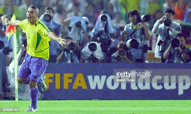 WM 2002 in JAPAN und KOREA Yokohama Match 64/FINALE/DEUTSCHLAND BRASILIEN 02 BRASILIEN WELTMEISTER 2002 JUBEL RONALDO/BRA nach seinem TOR zum 01