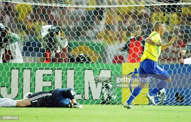 WM 2002 in JAPAN und KOREA Yokohama Match 64/FINALE/DEUTSCHLAND BRASILIEN 02 BRASILIEN WELTMEISTER 2002 TORWART Oliver KAHN/GER geschlagen am Boden...
