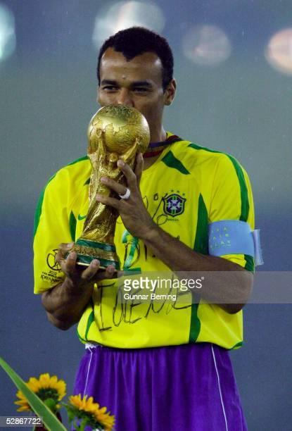 WM 2002 in JAPAN und KOREA Yokohama Match 64/FINALE/DEUTSCHLAND BRASILIEN 02 BRASILIEN WELTMEISTER 2002 CAFU/BRA mit WM POKAL