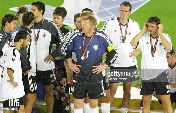 WM 2002 in JAPAN und KOREA Yokohama Match 64/FINALE/DEUTSCHLAND BRASILIEN 02 BRASILIEN WELTMEISTER 2002 SIEGEREHRUNG ENTTAEUSCHUNG GER TEAM Mitte...