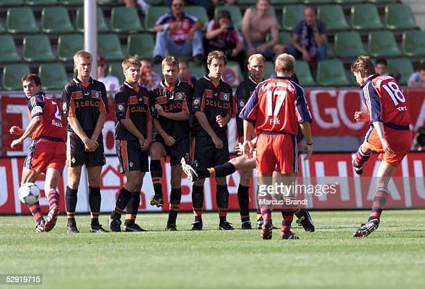 FINALE in Leverkusen SV WERDER BREMEN FC BAYERN MUENCHEN 12 FREISTOSS von Michael TARNAT/BAYERN zum 02