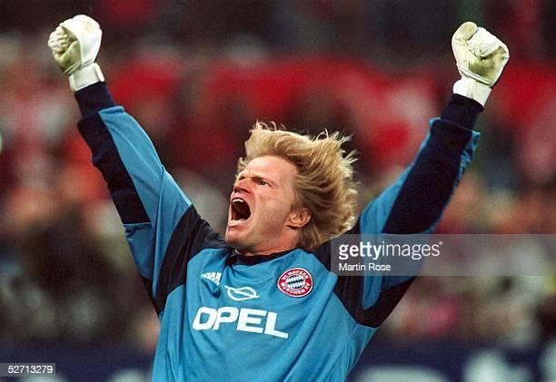 FINALE in Mailand FC BAYERN MUENCHEN FC VALENCIA 65 nach Elfmeterschiessen FC BAYERN MUENCHEN CHAMPIONS LEAGUE SIEGER 2001 JUBEL TORWART Oliver...