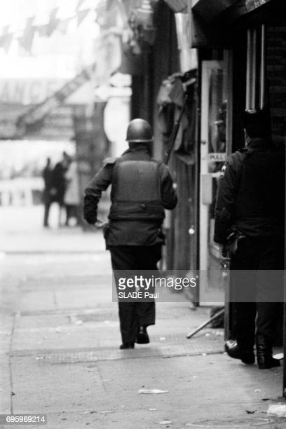 in New York city in the district of Williamsburg 4 armed robbers hold hostages in a sports shop John and Al on January 21 1973