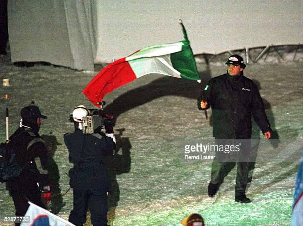 WM 1997 in Sestriere/ITA 020297 Alberto TOMBA/ITA als Fahnentraeger bei der Eroeffnungsfeier