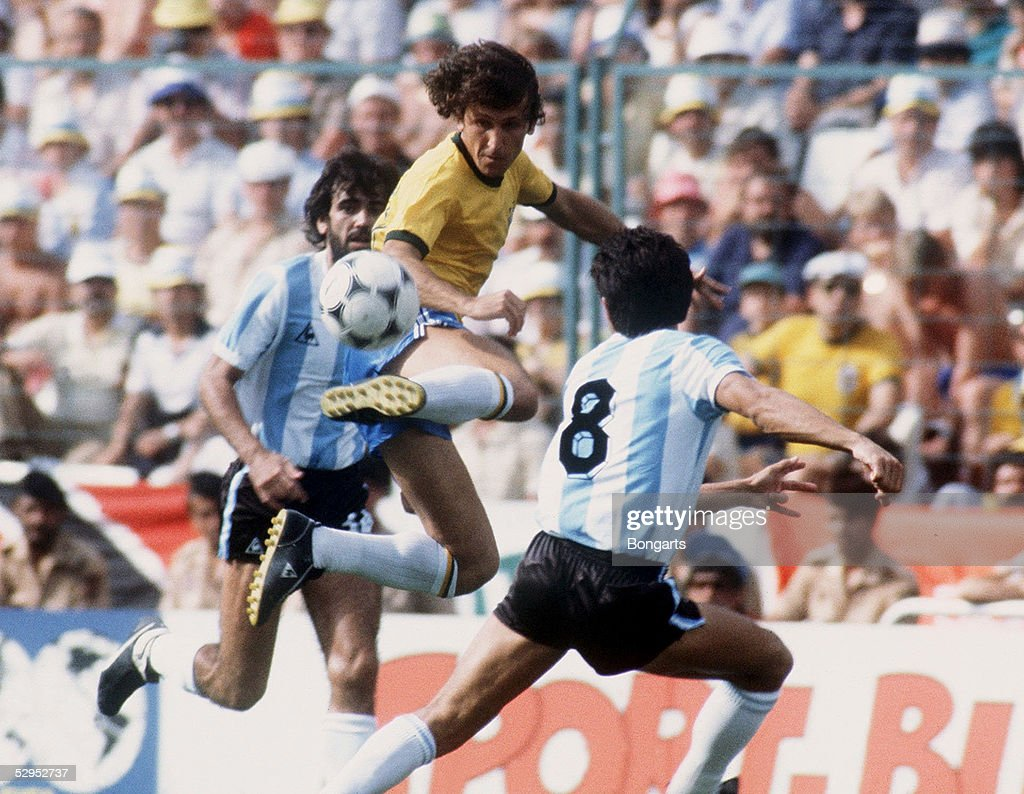 WM 1982 in SPANIEN , Barcelona , 02.07.82 BRASILIEN - ARGENTINEN ( BRA - ARG ) 3:1 ZICO / BRA FOTO