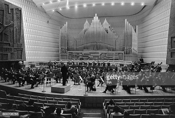 In the big auditorium 104 of the Maison de la Radio the National orchestra managed by Charles Munch interprets the symphony 'Pacem in Terris' of...