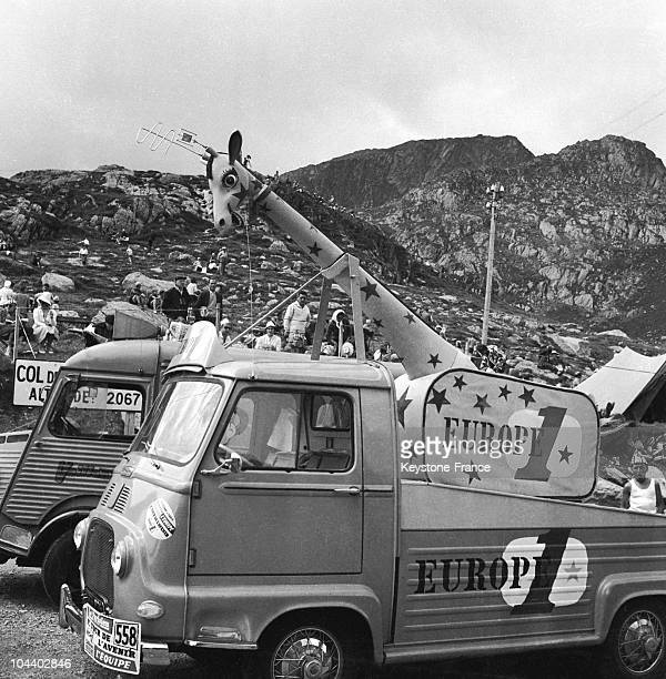 In the caravan of the 1960 Tour which is the radio EUROPE 1's truck a giraffe used as an air
