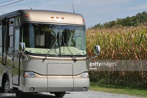 Wohnmobile im corn field