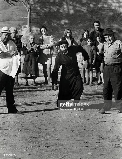In the first line from left Luca Sportelli Lucio Dalla and Gennaro Masini are playing bowls during the shooting of the film Il santo patrono In the...
