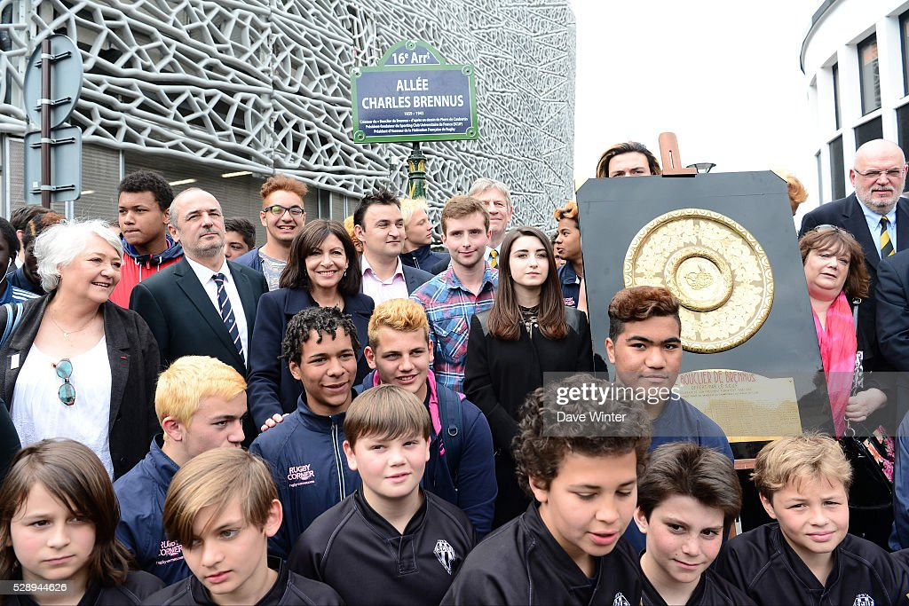In the presence of Stade Francais Paris president Thomas Savare mayor of Paris Anne Hidalgo and the family of Charles Brennus a pathway next to the...