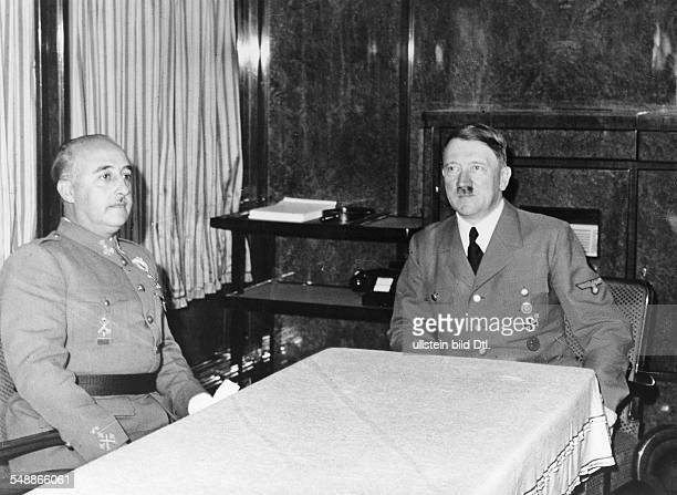 In the saloon car of Hitler on the French frontier station Hitler in conversation with Francisco Franco y Bahamonde Photographer PresseIllustrationen...