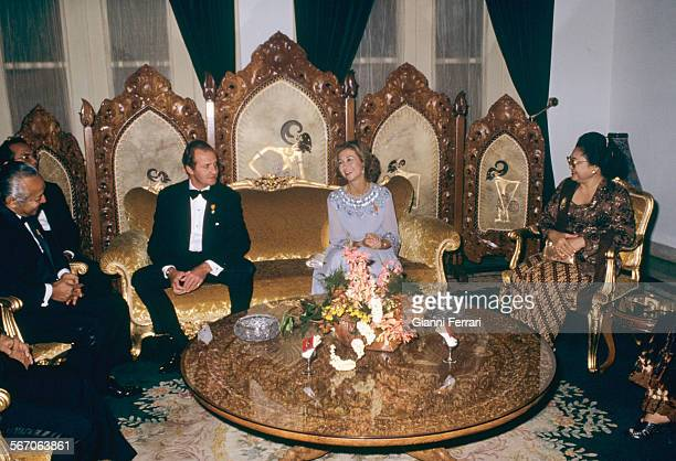 In their official trip to Indonesia the Spanish Kings Juan Carlos of Borbon and Sofia meet the Indonesian President Suharto and wife in the...