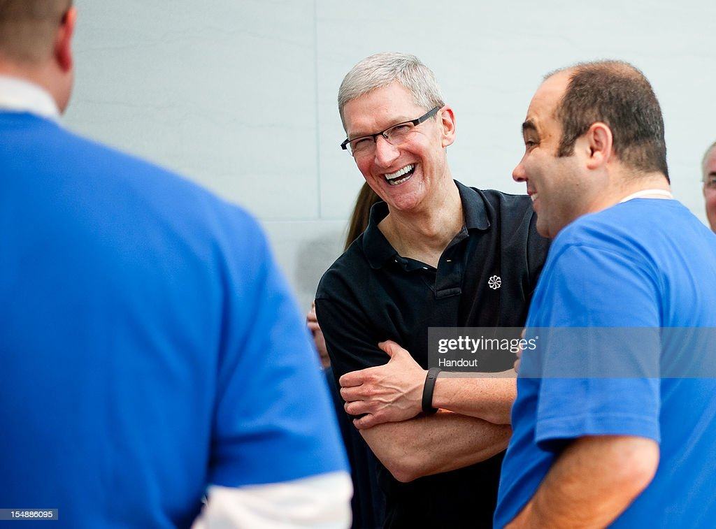 In this handout image provided by Apple, Apple CEO Tim Cook visits with retail employees at the Genius Bar in the new Apple Store on October 27, 2012 in Palo Alto, California.
