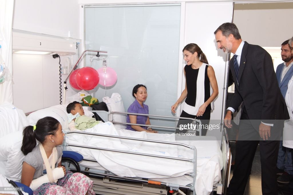 In this handout photo provided by Casa de S.M. el Rey de Espana, King Felipe VI of Spain and Queen Letizia of Spain visits victims of last Thursday's terrorist attack at the Hospital de la Santa Creu i Sant Pau on August 19, 2017 in Barcelona, Spain. Thirteen people were killed and dozens injured in the Las Ramblas area of Barcelona when a van hit crowds on August 17.
