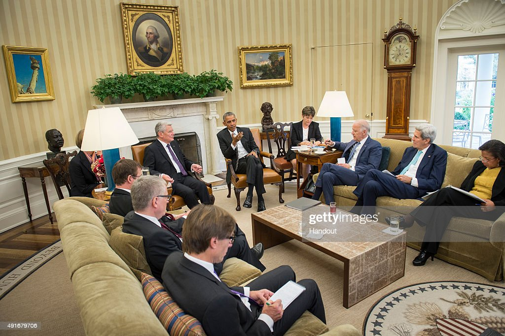 In this handout photo provided by the German Government Press Office (BPA), US President Barack Obama (back R) and German President Joachim Gauck (back L) speak to Vice President Joe Biden, US Secretary of Stafe John Kerry und US National Security Adviser Susan Rice during a meeting in the Oval Office at the White House on October 7, 2015 in Washington, DC. The two leaders participated in a bi lateral meeting that marked the 25th anniversary of German reunification.