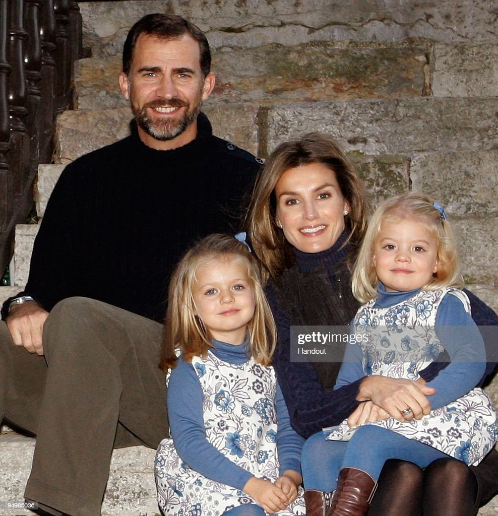 In this handout photo provided by the Spanish Royal House, Prince Felipe (L) and Princess Letizia with children Princess Sofia (L) and Princess <a gi-track='captionPersonalityLinkClicked' href=/galleries/search?phrase=Leonor+-+Princess+of+Asturias&family=editorial&specificpeople=6328965 ng-click='$event.stopPropagation()'>Leonor</a> of Spain pose for the official Christmas photo.