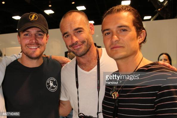 In this handout photo provided by Warner Bros 'Arrow's' Stephen Amell and Paul Blackthorne meet 'The Hobbit'/'The Lord Of The Rings' films' Orlando...