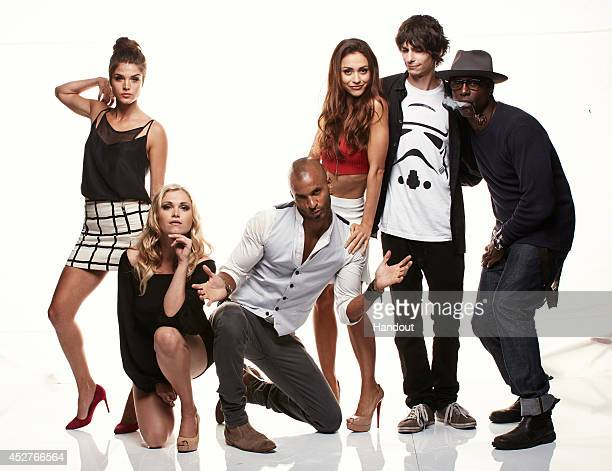In this handout photo provided by Warner Bros Marie Avgeropoulos Eliza Taylor Ricky Whittle Lindsey Morgan and Isaiah Washington of 'The 100' attend...