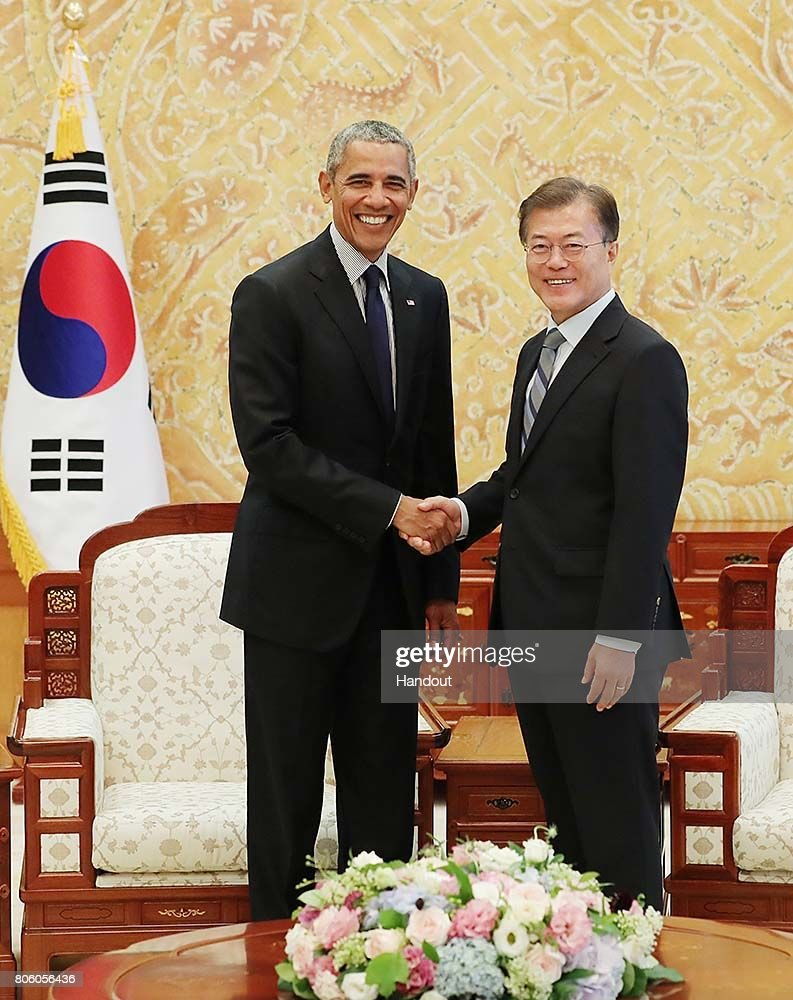 former us president barack obama meets south korean president moon