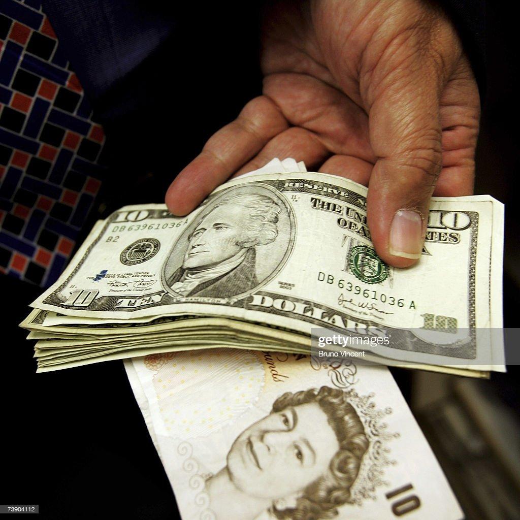 Uk pound rises above two dollars getty images - Bureau de change euro dollar paris ...