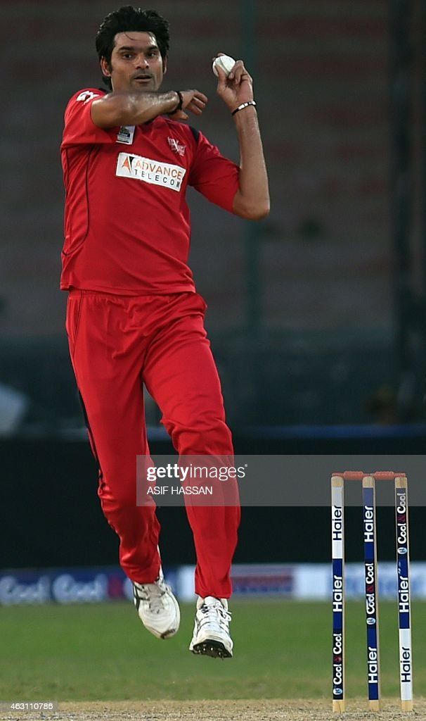 WITH 'CRICKET-PAK-WC 2015-IRFAN' BY In this photograph taken on January 8, 2015, Pakistani cricketer <a gi-track='captionPersonalityLinkClicked' href=/galleries/search?phrase=Mohammad+Irfan+-+Jugador+de+cr%C3%ADquet&family=editorial&specificpeople=10986295 ng-click='$event.stopPropagation()'>Mohammad Irfan</a> delivers a ball during a match at the National Cricket Stadium in Karachi. Pakistan paceman <a gi-track='captionPersonalityLinkClicked' href=/galleries/search?phrase=Mohammad+Irfan+-+Jugador+de+cr%C3%ADquet&family=editorial&specificpeople=10986295 ng-click='$event.stopPropagation()'>Mohammad Irfan</a> aims to make an impression both on the field at the World Cup as well as off it, which isn't hard for a man who stands at seven feet one inch. AFP PHOTO / Asif HASSAN