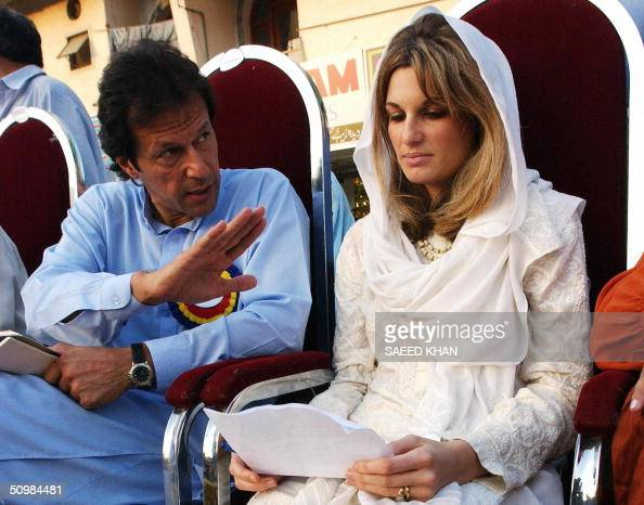 In this picture taken 16 September 2002 Jemima Khan wife of Pakistan's cricket legend turned politician Imran Khan reads her prepared statement in...