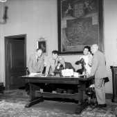 In view of the historical telephone communication though the satellite Telstar with the US city of Medford the Mayor Cagnasso tests his telephone...