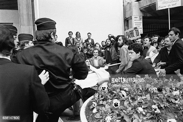 Incidents à la Gare d'Auterlitz entre manifestants et policiers lors de l'inauguration du RER InvalidesOrsay à Paris France le 26 septembre 1979