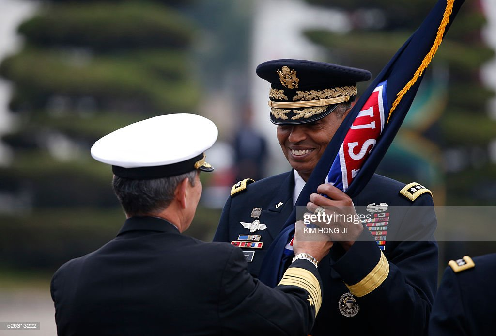Incoming Commander General Vincent K. Brooks (R) receives the United States Forces Korea flag during a change of command ceremony for the United Nations Command, Combined Forces Command, and United States Forces Korea at the US military base in Seoul on April 30, 2016. / AFP / pool / KIM