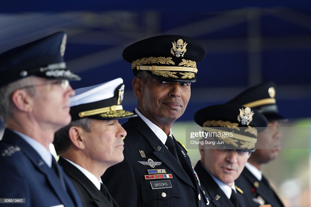 Incoming commander of United Nations Command (UNC), Combined Forces Command (CFC), and United States Forces Korea (USFK), U.S. Gen. Vincent Brooks (C) attends with outgoing commander Gen. Curtis Scaparrotti (2ndR) during a change-of-command ceremony at the Yonsan U.S. army base on April 30, 2016 in Seoul, South Korea. Brooks will succeed Gen. Curtis Scaparrotti, who had led 28,500 U.S. troops stationed in South Korea.