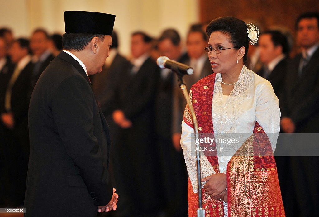 Incoming Finance Minister Agus Martowardojo (L) listens to Vice Finance Minister Anny Ratnawati (R) as Ministers waits for Indonesian President Susilo Bambang Yudhoyono prior to the swearing in ceremony at the presidential palace in Jakarta on May 20, 2010. Indonesia's new finance minister faces an uphill struggle to restore investor's confidence after the shock resignation of his respected predecessor, analysts said. President Susilo Bambang Yudhoyono appointed PT Bank Mandiri chief Agus Martowardojo late on May 19, to replace independent economist Sri Mulyani Indrawati, who resigned on May 4 for a top job at the World Bank.