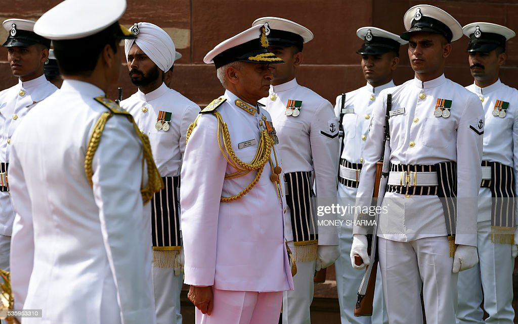 Incoming Indian Navy Chief Admiral Sunil Lanba inspects a guard of honour at a ceremony in New Delhi on May 31, 2016. Admiral Lanba is scheduled to have a three-year-term in office till May 31, 2019. / AFP / MONEY
