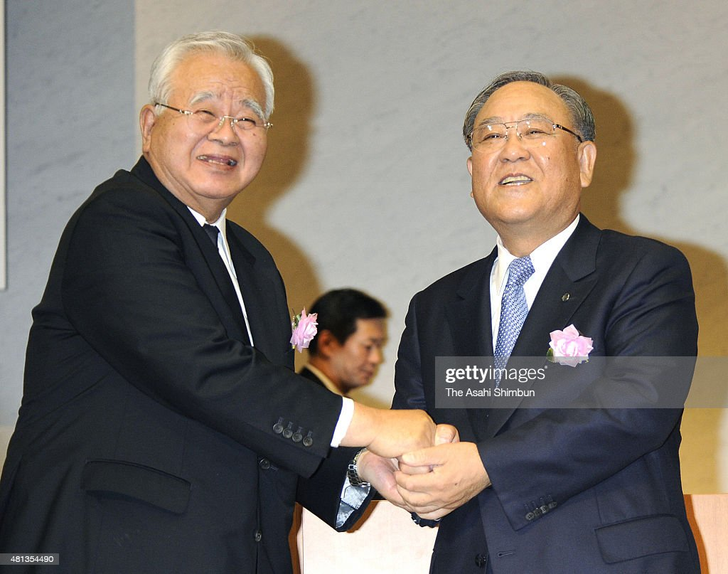 Incoming Keidanren, Japan Business Federation president <a gi-track='captionPersonalityLinkClicked' href=/galleries/search?phrase=Hiromasa+Yonekura&family=editorial&specificpeople=2816307 ng-click='$event.stopPropagation()'>Hiromasa Yonekura</a> and outgoing President <a gi-track='captionPersonalityLinkClicked' href=/galleries/search?phrase=Fujio+Mitarai&family=editorial&specificpeople=605465 ng-click='$event.stopPropagation()'>Fujio Mitarai</a> xxx during the Keidanren General Assembly on May 27, 2010 in Tokyo, Japan.