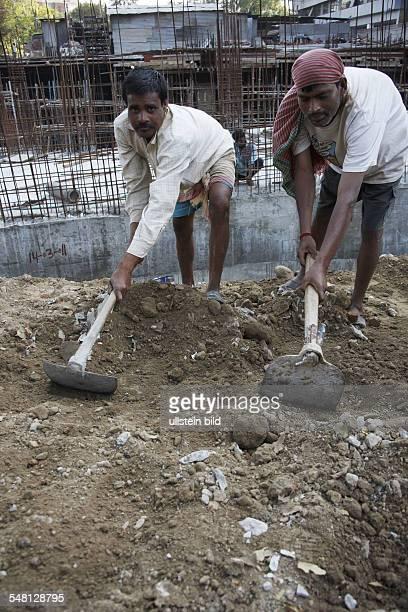 India Delhi New Delhi construction worker