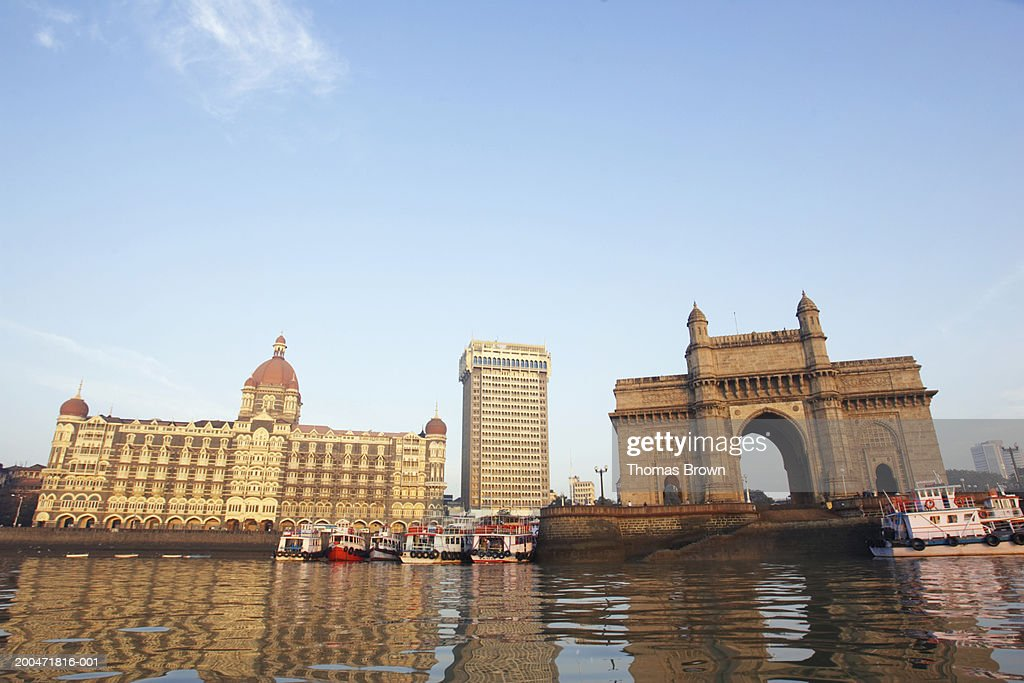 India, Mumbai, Gateway of India, view across harbour : Stock Photo